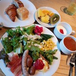 RISTORANTE&BAR EVOLTA - ワンプレートにお野菜盛りだくさん             パン&ミネストローネ&ヨーグルト&フルーツ             このセットが2200円
