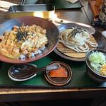 十勝山賊うどん本舗 - 料理写真:親子丼とミニうどん…1,050円