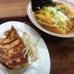 12770688 - 浜松餃子と醤油ラーメンのセット