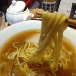 江ノ島らぁ麺 片瀬商店 - 麺リフト(麺じゃなくてどんぶりにピントが)