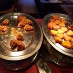 九寨溝 - 唐揚げ、イモ餅のような感じ、黄色かったからサツマイモ餅かな?