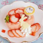 マイペリドット カフェ - 桜餡とイチゴのロールケーキ
