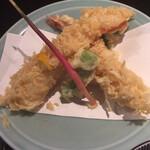 127710781 - 大きな海老が2本、シシトウ、大葉の天ぷら