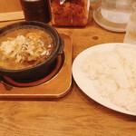 ホットスプーン - 牛すじ煮込み焼きチーズカレー