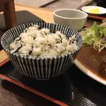 和洋折衷メイスイ - ご飯は白いのが良かった 美味しいけど肉とあわない