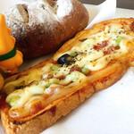 小麦工房 パン屋さん - ピザパン これサクサクで美味しかったな〜