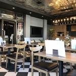 CAFE R9 - 店内。