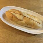 小麦工房 パン屋さん - 指で割れ目を広げるの中の具が見えry