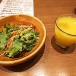 127725155 - ランチのサラダ&ドリンク (各種ジュース等 飲み放題)