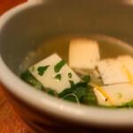 ぬる燗 - 御通しの卵豆腐スープ