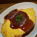 レストラン ハッスル - 料理写真:オムレツ丼 スープ、サラダ付(940円)