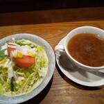 レストラン ハッスル - オムレツ丼はスープ、サラダ付