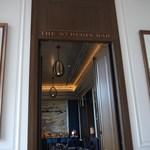 セント レジス ホテル - ここを通りガーデンシートに抜ける