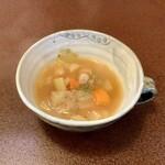 ジャム cafe 可鈴 - 【週替わりランチ(1,050円)のスープ】野菜ごろごろミネストローネ。スープは必ず最初に出てきます。