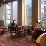SUZU CAFE - ウッディーな店内