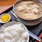 名取屋 - ホルモン鍋定食 890円