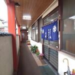 円城 - お店の入り口