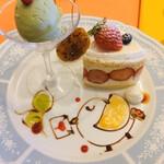 127775491 - 相方が頼んだエレガントランチのお好みケーキ(フレジェ+50円)、ピスタチオのジェラート