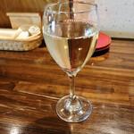 CASA MIA - ハウスワイン白 グラス 420円