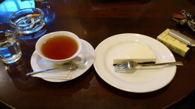珈琲亭 円 - ケーキセット。チーズケーキ、紅茶。