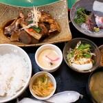 大衆割烹 まさ味 - 鯛のあらだき定食