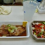 マルフク - 豚足煮込み 250円 ミノ(湯引き) 250円