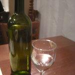 日比谷Bar DINING - ワインボトルだけど水です、昼ですから・・・平日ですから・・・