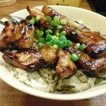 鳥彩 - 焼鳥丼、豚丼もお好みでオーダーできます