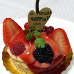 メゾン・ド・キタガワ - ストロベリー、ラズベリー、木いちごが載ったケーキ♪