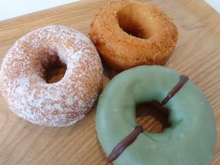 カフェ アンティ - よもぎチョコ・塩ドーナッツ・プレーン