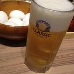 味の時計台 - 生ビール。ゆでたまごとともに。