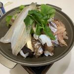 万作 - 浜子鍋 蓋をして固形燃料で炊きます