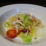 トラットリア・モキチ - 春野菜と桜海老のペペロンチーノ