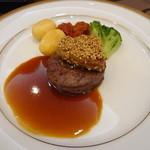 12782016 - 牛ヒレ肉のポワレ 白胡麻風味のフォアグラ添え