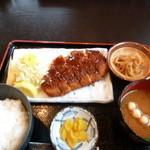 潮浜 - とんかつ定食 1000円