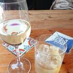 カフェ 鎌倉美学 - グラスワイン&バランタイン