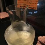 オステリア パーチェ - カラフェのハウスワイン