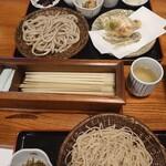 二代目 たまき庵 - お蕎麦(上:十割田舎そば、天ぷら付、下:粗挽きそば)