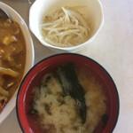 かねよ食堂 - モヤシの和え物  お味噌汁