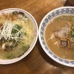 中華そば伴 - 左:鶏塩ラーメン 右:しょうゆとんこつ