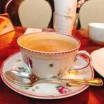 カフェ・アンセーニュダングル - ミルクティー