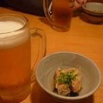 居食屋 くし坊 - 生ビール中キリン一番搾り、付きだし