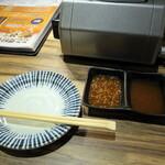 焼肉屋 かねちゃん 至粋亭 - タレは二種類、ゴマ入りとおろし入り