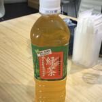 麺や 齋とう - ペットボトル緑茶1本サービス