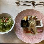 プルミエ - ピンクのお皿が可愛いオードブルなり♪(´ε` )