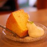 アリーカフェ - 今週のシフォンケーキ(450円)今週はオレンジのシフォン