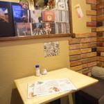 洋食屋 双平 - 奥の席。落ち着きます。