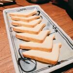 元祖やきとり串八珍 - 自家製燻製チーズ    290円