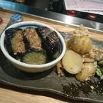 すこぶる名古屋 - 間違いの(笑)那須煮浸しはサービス。肉じゃが
