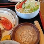 やじろべい - コースのサイドサラダとゴマ(ソース用)